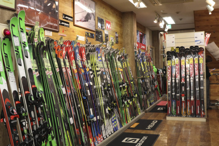 ショップのスキー売り場