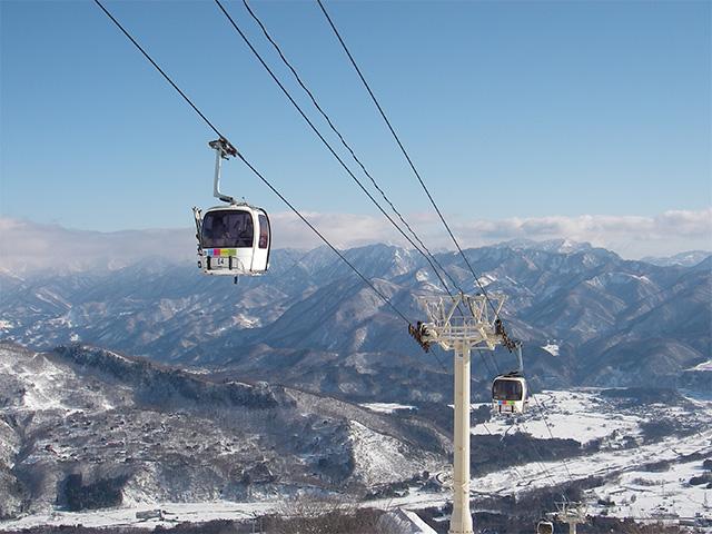 長野県のスキー場のゴンドラ