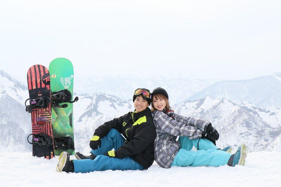 スキー場の男女