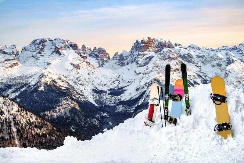 スキー板とスノーボード