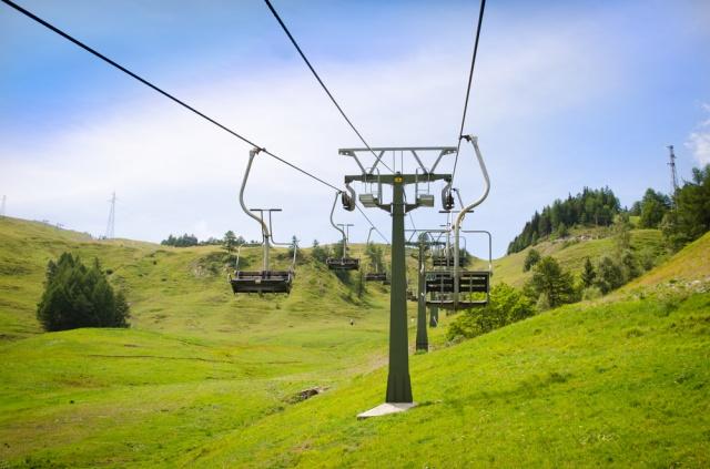 夏スキーのゲレンデとリスト
